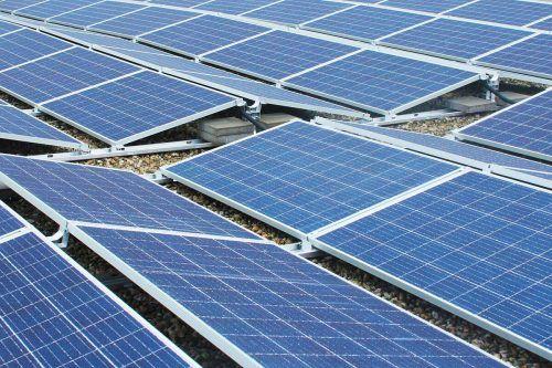 Die Stadt baut Sonnenenergie im Rahmen ihres Umweltprogramms aus.Stadt