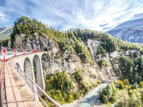 Die Überquerung des Landwasserviadukts gehört zu den beeindruckendsten Momenten der Fahrt im Glacier Express.Beate Rhomberg (3), GKB (1)