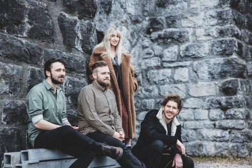 Die Vorarlberger Band Junipa Gold bleibt trotz Veranstaltungsbeschränkungen produktiv und widmet sich der Aufnahme von Songs. magdalena türtscher