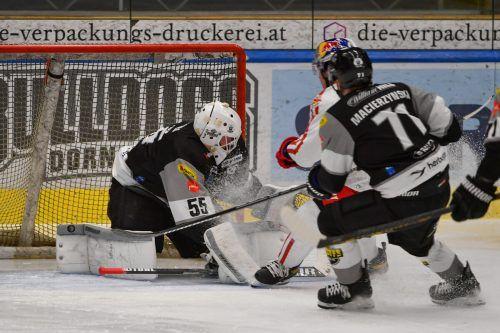 Dornbirns Torhüter Oskar Östlund wurde von Salzburg mit viel Arbeit eingedeckt, lieferte eine gute Leistung ab.gepa