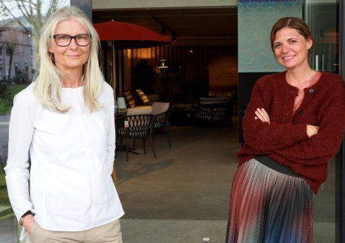 Einrichtungsberaterin Jutta Linder und Höttges-Geschäftsführerin Nici Wührer.