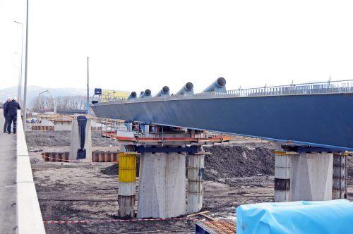 Ende April wird der Unterbau der Brücke fertiggestellt sein. Ende des Jahres 2023 soll dann der Verkehr auf der L 202 über die neue Brücke führen. ajk