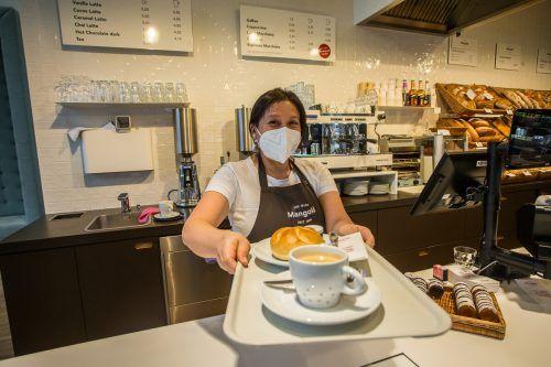Endlich wieder ein Frühstück mit knackigem Semmel und einem frisch gebrühten Kaffee in den Filialen der Vorarlberger Bäckereikette Mangold. VN/Steurer