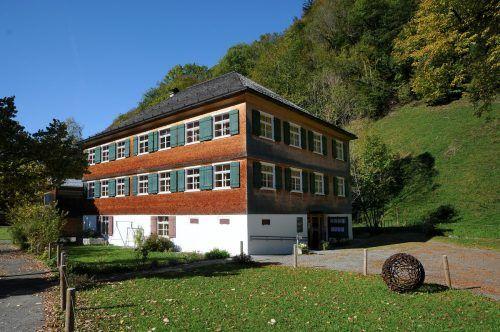 Erst seit 2002 ist hier das Gemeindeamt Schnepfaus untergebracht. f. Böhringer