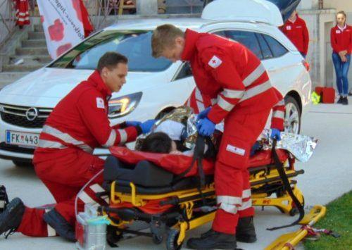 Erste Hilfe durch das First-Responder-Team kann – wie auf diesem Symbolfoto dargestellt – Leben retten. Mäser