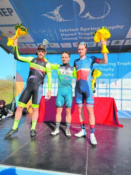 Filippo Fortin (l.) mit Tagessieger Jakub Mareczko und Tomas Barta.Team Vorarlberg
