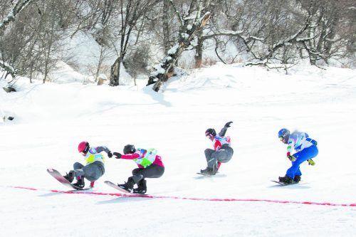 Fotofinish im Finale beim Snowboardcross-Weltcuprennen in Bakuriani in Georgien, von links: Lukas Pachner, Éliot Grondin, Alessandro Hämmerle und Lorenzo Sommariva. Rezi Kenia