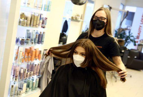 Für den Friseurbesuch sind Coronatests notwendig. Reuters