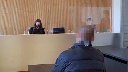 Gegen den Angeklagten wurden von einer Zeugin schwere Vorwürfe vorgebracht, doch nichts konnte bewiesen werden. ECKERT