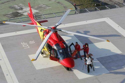 Gerade die von Dr. Christian Schenk betriebene private Flugrettung spürte die fehlenden Wintergäste. Unterm Strich blieb der Hubschrauber meist am Boden. VN