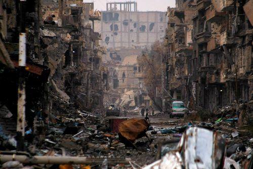 Große Teile des Landes liegen in Trümmern, Hunderttausende haben ihr Leben verloren.