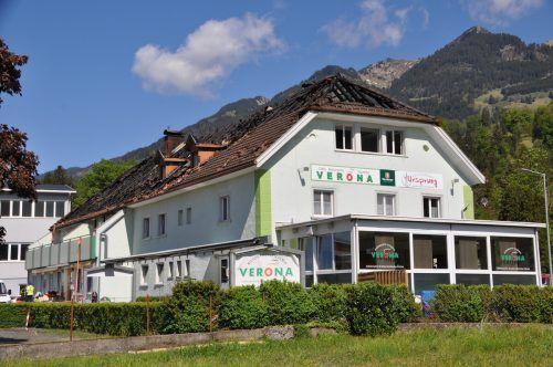 Im April des Vorjahres war das Gebäude an der Landesstraße bei einem Brand komplett zerstört worden. Nun soll an dieser Stelle ein Neubau errichtet werden.HAB