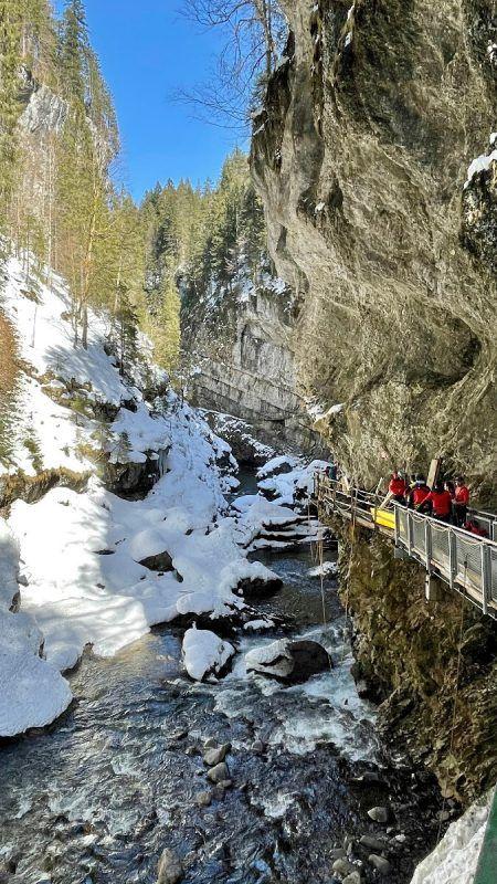Im Einsatz standen mehrere Rettungskräfte aus Vorarlberg und dem Allgäu. FW Riezlern
