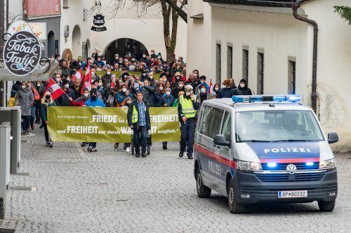 In Feldkirch demonstrierten laut Angaben der Polizei 400 Menschen friedlich gegen die Coronamaßnahmen. VN/Stiplovsek
