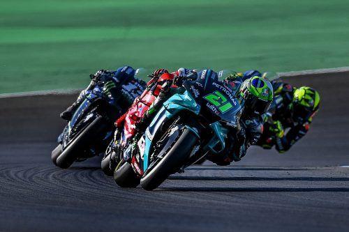 In Runde 15 übernimmt Maverick Vinales beim MotoGP in Lusail die Führung, kann die Konkurrenz bis ins Ziel auf Distanz halten.apa