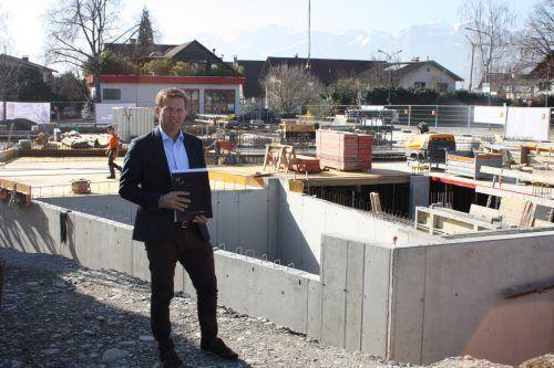 Joe Welte, Geschäftsführer von Bauherr Inside96, ist zuversichtlich, denn die Bauarbeiten verlaufen wie erwartet.VN/Knobel
