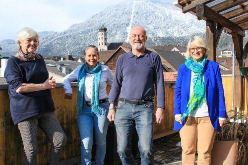 Jutta, Martha, Elmar und Inge (v. links) sprechen über ihre Einschränkungen durch Corona, was sie momentan am meisten vermissen und welche Veranstaltungen des Seniorenclubs nicht stattfinden können. Jun