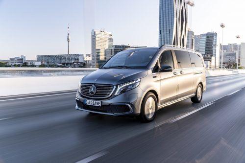 Keinerlei Abstriche bei Fahr- sowie Wohnkomfort und Ausstattung muss man machen, wenn man die Mercedes-Benz V-Klasse elektrisch, als EQV, wählt.