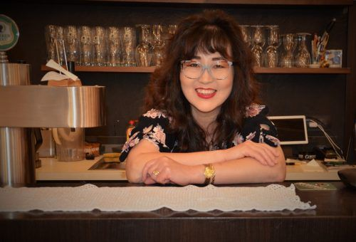 Kim Sung Suk ist froh, endlich wieder für ihre Gäste kochen zu können. HRJ