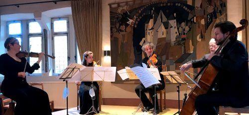 Klaus Christa (Mitte) mit seinem Ensemble beim vor wenigen Tagen veranstalteten Konzert auf Schloss Bourglinster in Luxemburg.christa