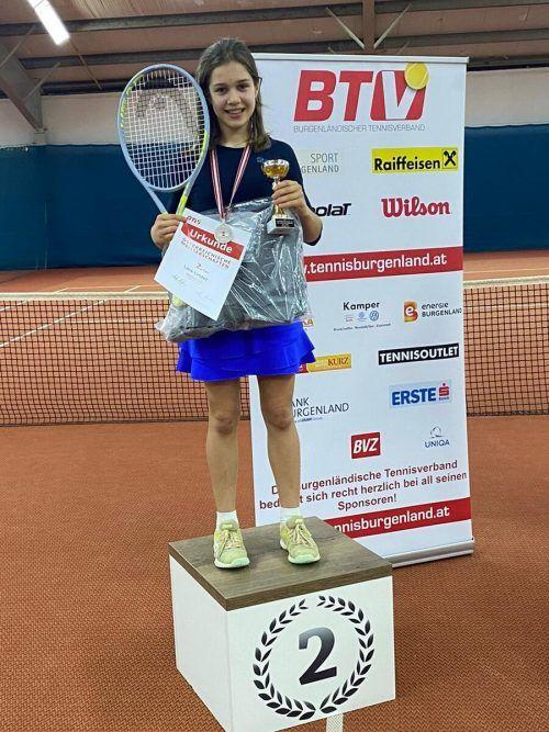 Lara Linder vom UTC Vandans kürte sich im U12-Berwerb zur Tennis-Vizestaatsmeisterin.ÖTV