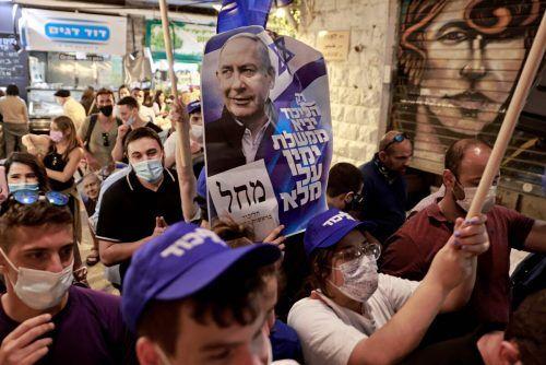 Likud-Unterstützer werben auf dem Mahane-Yehuda-Markt in Jerusalem für den amtierenden Premier. reuters