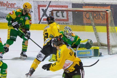 Lukas Reihs vertrat Anthony Morrone im Lustenauer Tor sehr gut, konnte die 1:3-Niederlage gegen Pustertal aber nicht verhindern.steurer