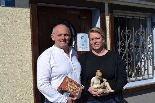 """Markus und Helga Winsauer-Winkler aus Thüringen wollen im Traditionsgasthof """"z'Bluamaegg"""" regionalen Künstlern ein Podium bieten.BI"""