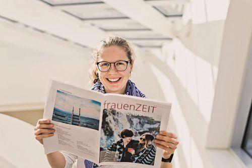 """Martina Winder-Schweiger blättert auch gerne in der """"frauenZEIT"""".kath.kirche"""