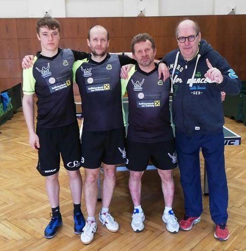 Maxime Dieudonnè, Miro Sklensky, Istvan Toth und Betreuer Didi Müller freuen sich über den Meistertitel.Uttc