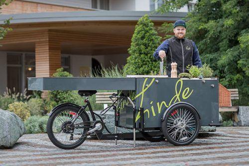 Maximilian Steurer von der Linde in Höchst setzt statt auf die Gaststube weiterhin auf seine Kochboxen. M. Steurer