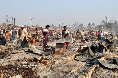 Mehr als 45.000 der Rohingya-Flüchtlinge sind durch den Brand in Bangladesch obdachlos geworden, Hunderte Menschen werden vermisst. Reuters