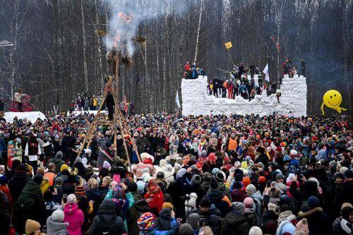 Mit dem Masleniza-Fest haben zahlreiche Menschen in ganz Russland das Ende des Winters gefeiert. Die Aufnahme stammt aus Gzehl. AFP