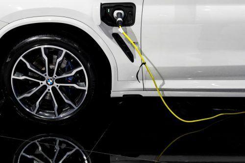 Mit Strom sollen in zehn Jahren mindestens die Hälfte aller BMW fahren. Reuters