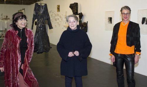 Schriftstellerin Monika Helfer mit der Galeristin Lisi Hämmerle. franc
