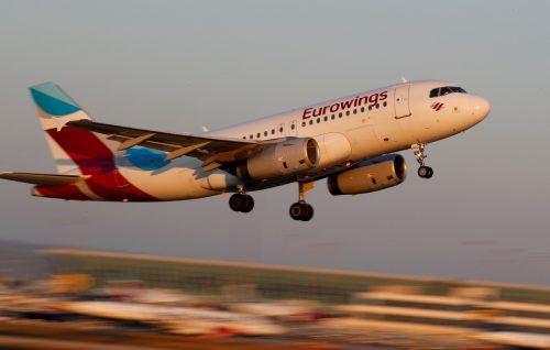 Nach der Aufhebung der Reisewarnung für Mallorca ziehen die Flugbuchungen für die Lieblingsinsel der Deutschen deutlich an. Reuters