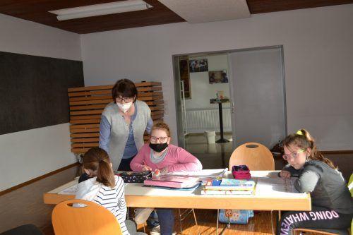 Nach der Corona-Zwangspause findet die Hausaufgabenhilfe derzeit im Thüringer Pfarrsaal statt.BI