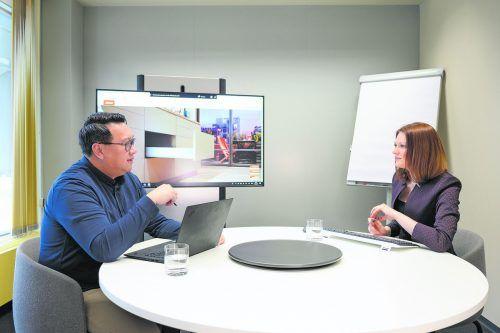 Ob in digitalen Räumen oder persönlich – der regelmäßige Austausch im Team ist bei Blum wichtig.