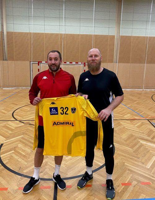 ÖHB-Teamchef Ales Pajovic (r.) hofft, dass Hard-Hexer Golub Doknic bei seinem Teamdebüt zum Erfolgsfaktor wird. ÖHB-/Riedlmayer