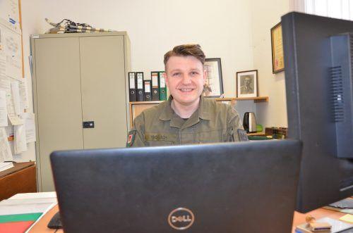 Philipp Knoflach an seinem Arbeitsplatz in der Bilgeri-Kaserne in Bregenz. VN/ger