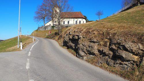 Rund 2,4 Millionen Euro werden seitens des Landes in die Verbreiterung der Straße in Richtung Kloster investiert. EGLE