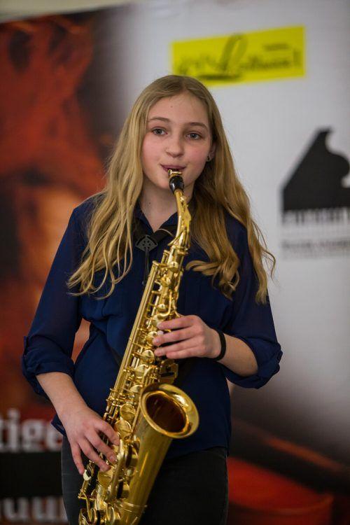 Saxofonistin Ramona Lampert bei ihrem Auftritt beim Landeswettbewerb Prima la musica in Feldkirch. VN/Steurer