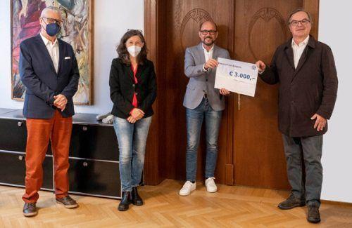 Scheckübergabe des Kiwanis-Clubs im Bregenzer Rathaus