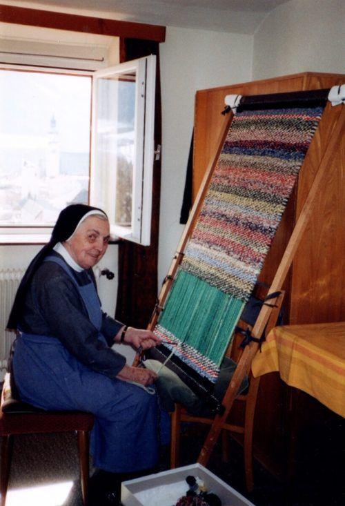 Schwester Karla war handwerklich sehr begabt. Sie wob gerne Teppiche.