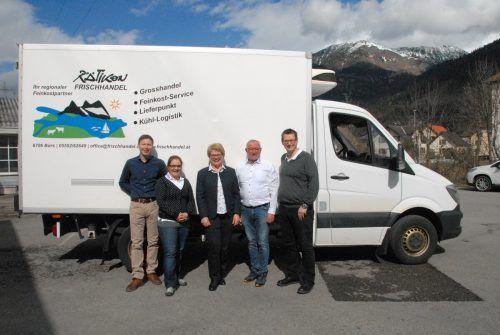 Sie freuen sich auf die künftige Zusammenarbeit (v. l.): Werner Riedmann, Sara De Bon, Anita Bechter, Willi Bechter und Nico Bechter.Rätikon Frischhandel