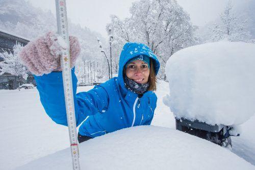 Trotz Kälte und Schneemenge, die im vergangenen Jänner vorherrschte, hatte Judith aus Gisingen noch ein Lächeln übrig. VN/Steurer