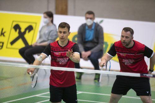 Um Heimvorteil im Halbfinale zu haben, müsste Wolfurt (im Bild Andraz Krapez und Rene Nichterwitz) einen Kantersieg gegen Rekordmeister Traun einfahren.VN/DS