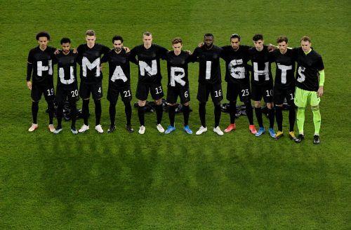 Unter anderem die deutsche Nationalmannschaft zeigte sich beim öffentlichen Protest anlässlich der WM 2022 in Katar.REUTERS