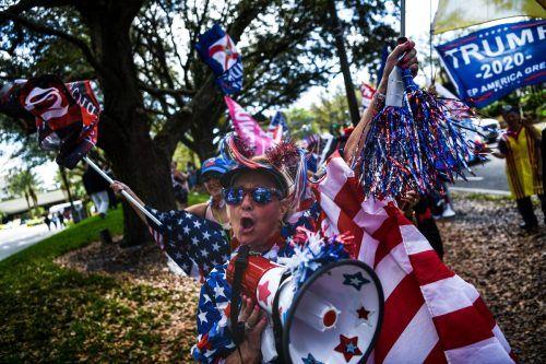 Unterstützer des früheren US-Präsidenten Donald Trump jubeln ihrem Idol in Orlando, Florida, zu. AFP