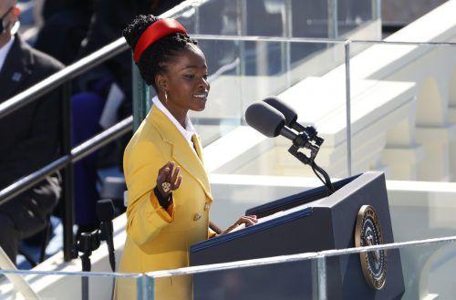 """Unterstützung kam auch von der US-amerikanischen Poetin Amanda Gorman. """"Meghan war die größte Chance der Krone für Wandel, Regeneration und Versöhnung in eine neue Ära"""", schrieb die 23-Jährige bei Twitter."""